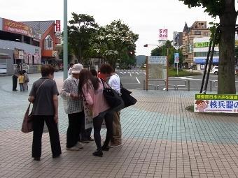 69署名秋川駅前